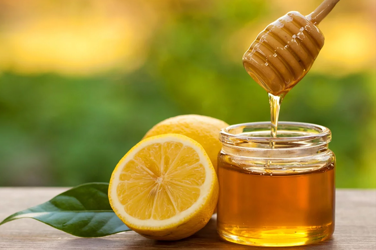 health-benefits-of-honey-lemon-water