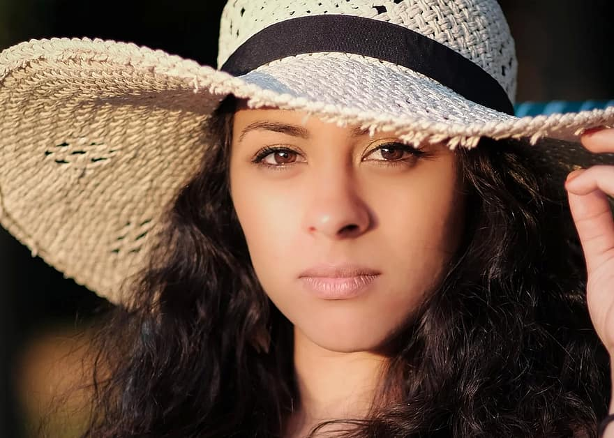 beautiful-sun-hat-sun-protection-summer-fashion-face-hat-model-person