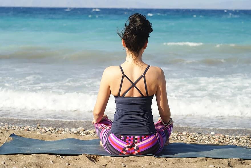 relaxation-yoga-meditation-nature-sunny-summer-holidays-rest-meditate